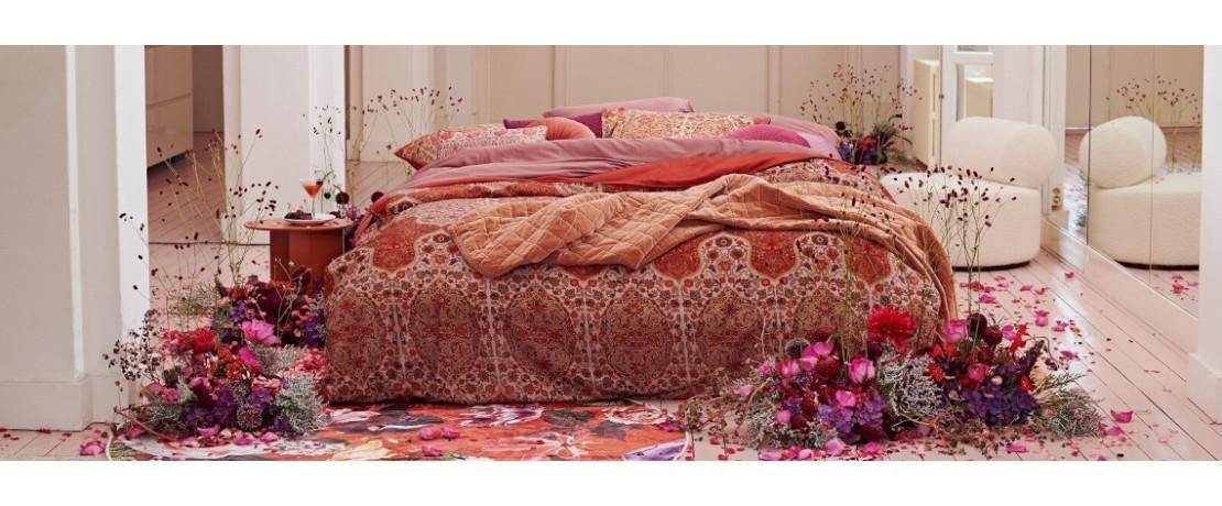 Le lit - Curtina.fr : Tringles à rideaux, kits de tringles, rideaux et voilages